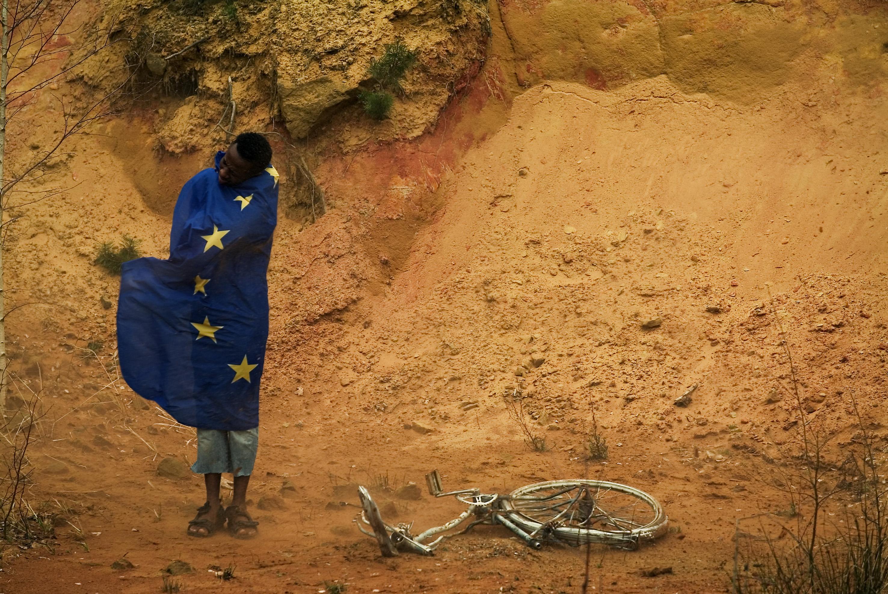 migrant-wearing-EU-flag